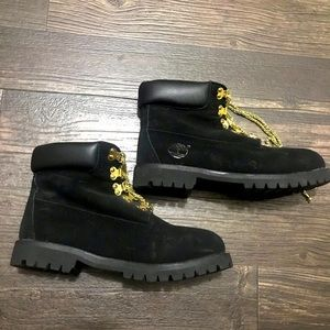 Black Timberland boots w gold colored chain laces